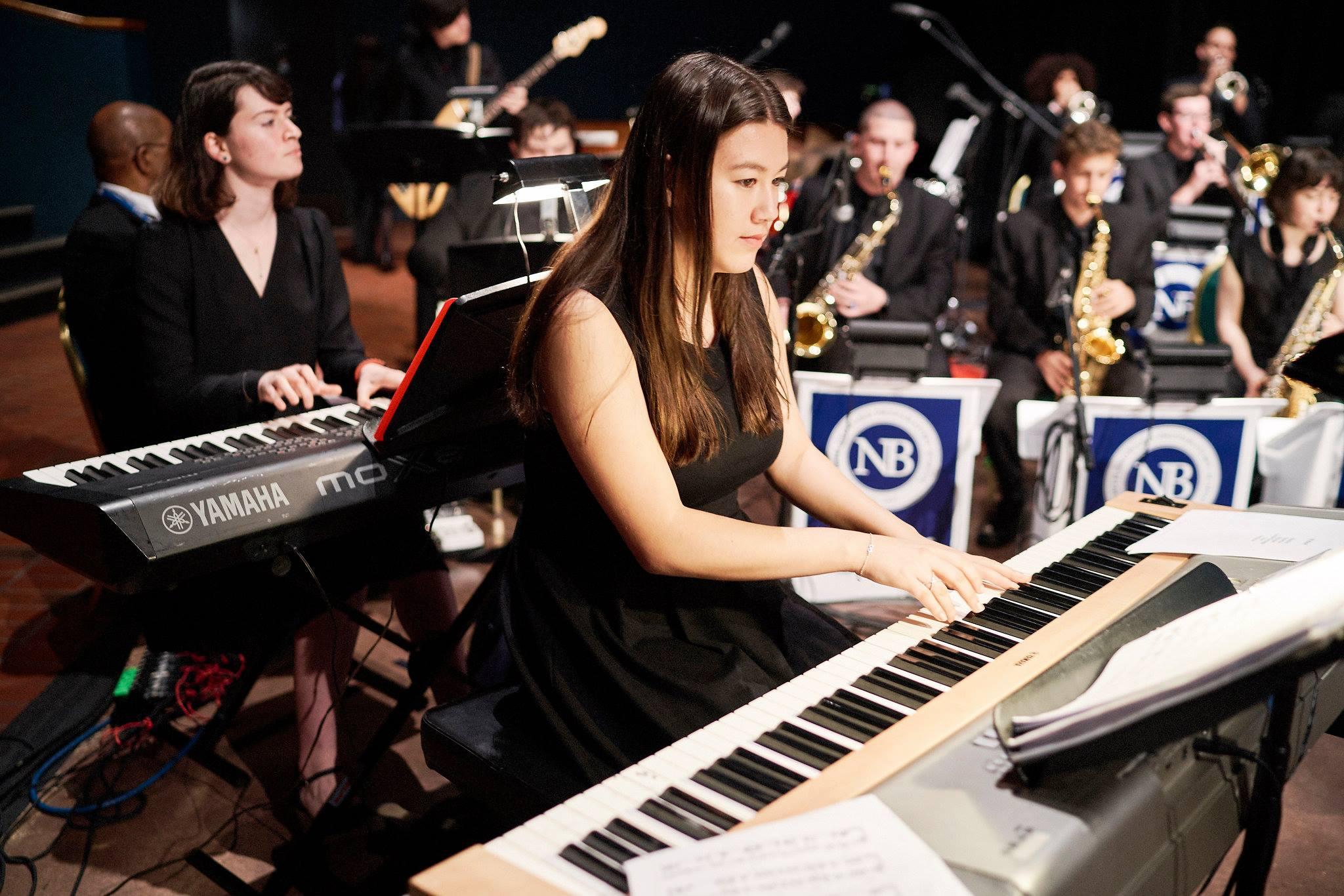 Schüler:innen eines Internats in einem Orchesters